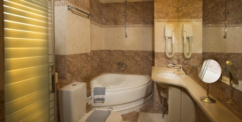 jubior suite 2 bathroom